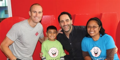 Fitzy and Wippa meet and inspire kids living with cancer
